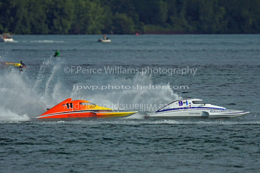 """Steve Armstrong, CS-11 """"Total Chaos"""" and Mike Monahan, S-91/S-9 """"Rewinder""""  (2.5 Litre Stock hydroplane(s)"""