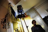 Lavoratori dello spettacolo durante le riprese .Workers in the entertainment during the filming..Luciano De Luca, attore, actor..