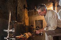 France, Indre-et-Loire (37), Vallée de la Loire, classée Patrimoine Mondial de l'UNESCO, Larçay , Bernard Charret, cuit à la broche: une oie de Touraine de Christine de la ferme du Plessis - Restaurant Les Chandelles Gourmandes // France, Indre et Loire, Loire Valley, listed as World Heritage by UNESCO, Larçay , Bernard Charret, cooked on a spit: a goose Touraine Christine farm du Plessis -  Restaurant Les Chandelles Gourmandes