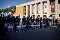Roma 16 Ottobre 2015<br /> Un centinaio di studenti ha protestato in piazzale Aldo Moro, di fronte all&rsquo;Universit&agrave; La Sapienza, la sede del  Maker Faire 2015, la fiera dell&rsquo;innovazione europea organizzata all&rsquo;interno dell'universita. I manifestanti denunciano l&rsquo;uso privatistico di una struttura pubblica, l&rsquo;interruzione delle attivit&agrave; di ricerca e la non trasparenza sull&rsquo;uso dei ricavi. La polizia in tenuta antisommossa davanti all'ingresso dell'Universit&agrave; La Sapienza. <br /> Rome 16 October 2015<br /> A hundred students protested in Piazzale Aldo Moro, opposite the University La Sapienza, the headquarters of the Maker Faire 2015, the European innovation fair organized within the university. Protesters denounce the  private use of a public facility, the interruption of research and lack of transparency on the use of revenues. Police in riot gear outside the entrance of the University La Sapienza.