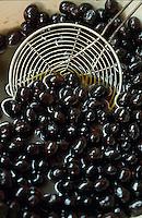 Europe/France/Provence-Alpes-Côte d'Azur/06/Alpes-Maritimes/Nice: Huile d'olives Alziari - Olives de Nice