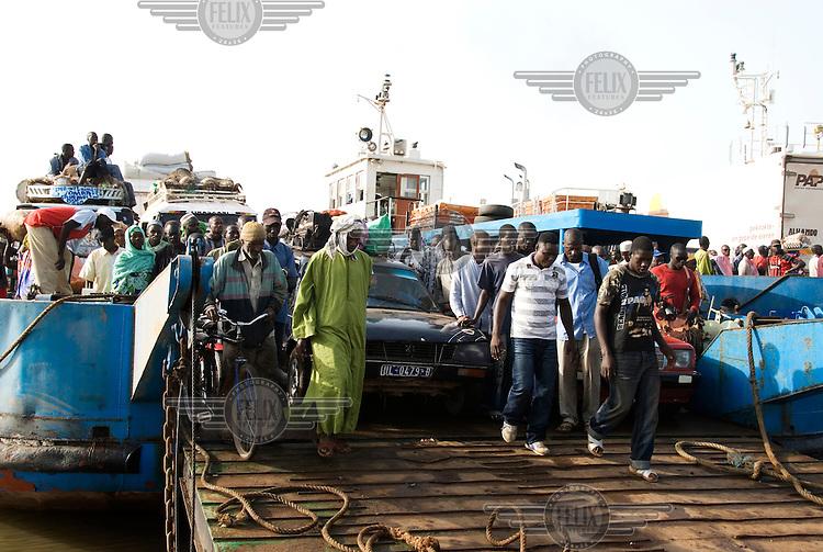 Passengers disembark at the Farafeni ferry crossing.