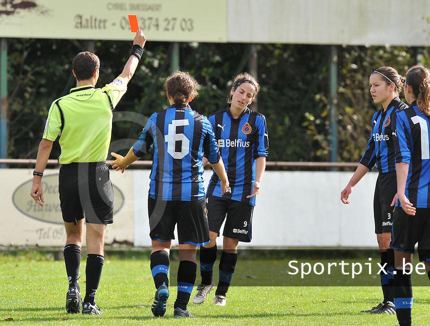 Club Brugge Dames : scheidsrechter geeft de rode kaart aan Lore Dezeure.foto DAVID CATRY / Vrouwenteam.be
