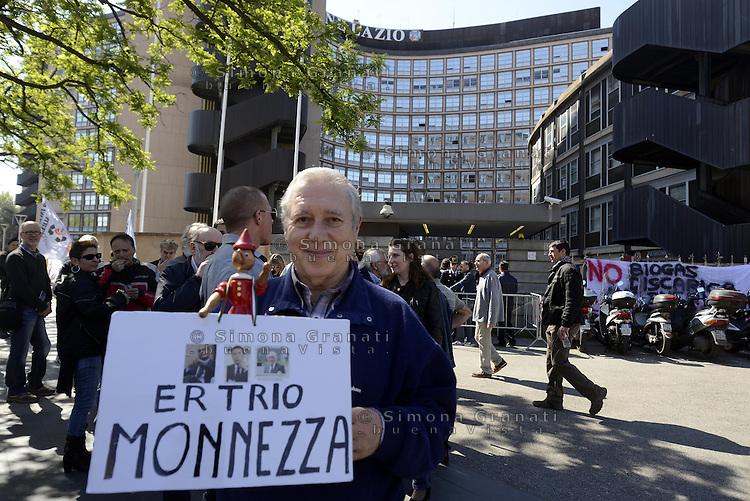 Roma, 11 Aprile 2014<br /> Protesta dei comitati contro le discariche davanti la Regione Lazio per un nuovo piano regionale sui rifiuti.