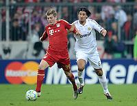 FUSSBALL   CHAMPIONS LEAGUE  HALBFFINAL HINSPIEL   2011/2012      FC Bayern Muenchen - Real Madrid          17.04.2012 Toni Kroos (li, FC Bayern Muenchen) gegen Sami Khedira (Real Madrid)