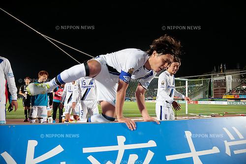 Yasuhito Endo (Gamba), <br /> APRIL 18, 2015 - Football /Soccer : <br /> 2015 J1 League 1st stage match <br /> between Shonan Bellmare 0-2 Gamba Osaka <br /> at Shonan BMW Stadium Hiratsuka, Kanagawa, Japan. <br /> (Photo by AFLO SPORT)
