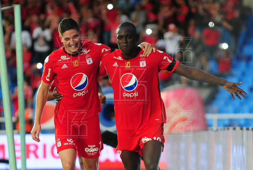 CALI - COLOMBIA -16 - 04 - 2017: Cristian Martinez Borja (Der.), jugador de America celebra el gol anotado a Once Caldas, durante partido America de Cali y Once Caldas, de la fecha 13 por la Liga Aguila I 2017 jugado en el estadio Pascual Guerrero de la ciudad de Cali. / Cristian Martinez Borja (R), player of America celebrates the scored goal to Once Caldas, during a match between America de Cali and Once Caldas, of the date 13 for theLiga Aguila I 2017 at the Pascual Guerrero stadium in Cali city. Photo: VizzorImage / Nelson Rios / Cont.