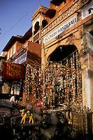 India, Rajasthan, Jaipur, souvenir sho