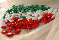 Confetti tricolore per matrimonio italiano..Tricoloured sugared almond for Italian wedding..