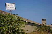 Isola di Pianosa. Pianosa Island. .Le targhe stradali dedicate ai morti ammazzati dalla mafia..The street signs dedicated to the dead killed by the Mafia..Via Giancarlo Siani ..