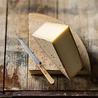 Europe/Suisse/Canton de Vaud: <br /> L&rsquo;Etivaz AOP  Fromage &agrave; p&acirc;te dure, press&eacute;e et cuite fabriqu&eacute; uniquement &agrave; l&rsquo;alpage pendant la saison d&rsquo;estivage (mai &agrave; octobre). Il est fabriqu&eacute; &agrave; partir du lait cru de vaches - Stylisme : Val&eacute;rie LHOMME<br /> //Europe/Switzerland/Vaud Canton:L'Etivaz is a hard Swiss cheese made from raw cow&rsquo;s milk named after the place of its origin