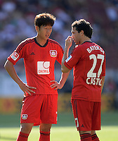 Fussball  1. Bundesliga  Saison 2013/2014  2. Spieltag VfB Stuttgart - Bayer Leverkusen     17.08.2013 Heung-Min Son (li, Bayer 04 Leverkusen) und Gonzalo Castro (Bayer 04 Leverkusen)