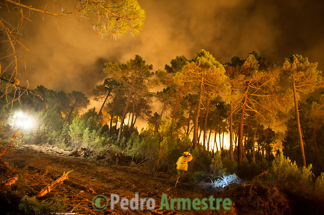 Firefighters work at the site of a wildfire in Torneros de Jamuz near Leon on August 20, 2012. Numerous wildfires have broken out across Spain in the sweltering heat in recent weeks, an extra headache for authorities struggling to get the country out of its financial crisis and recession. © Pedro ARMESTRE