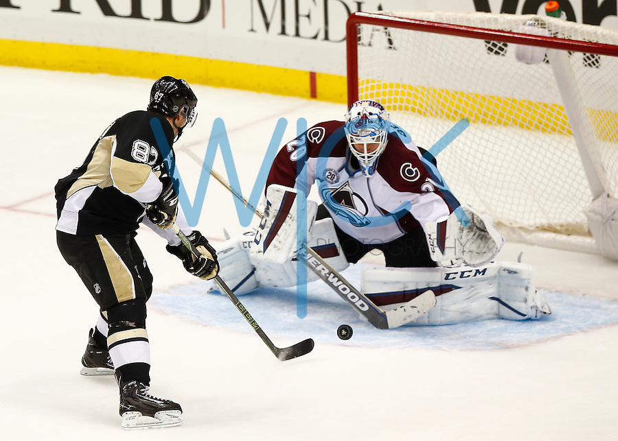 Sidney Crosby #87 of the Pittsburgh Penguins scores past Reto Barr #20 of the Colorado Avalanche in the third period at Consol Energy Center during the game on November 19, 2015. (Photo by Jared Wickerham/DKPittsburghSports)