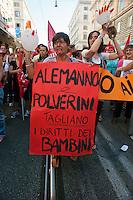 Roma 6 Settembre 2011.Manifestazione del sindacato CGIL contro la manovra del governo Berlusconi..Un cartello controil sindaco di Roma Gianni Alemanno e il governatore del Lazio Renata Polverini .