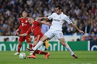 FUSSBALL   CHAMPIONS LEAGUE SAISON 2011/2012  HALBFINALE  RUECKSPIEL      Real Madrid - FC Bayern Muenchen           25.04.2012 Franck Ribery (li, FC Bayern Muenchen) gegen Alvaro Arbeloa (re, Real Madrid)