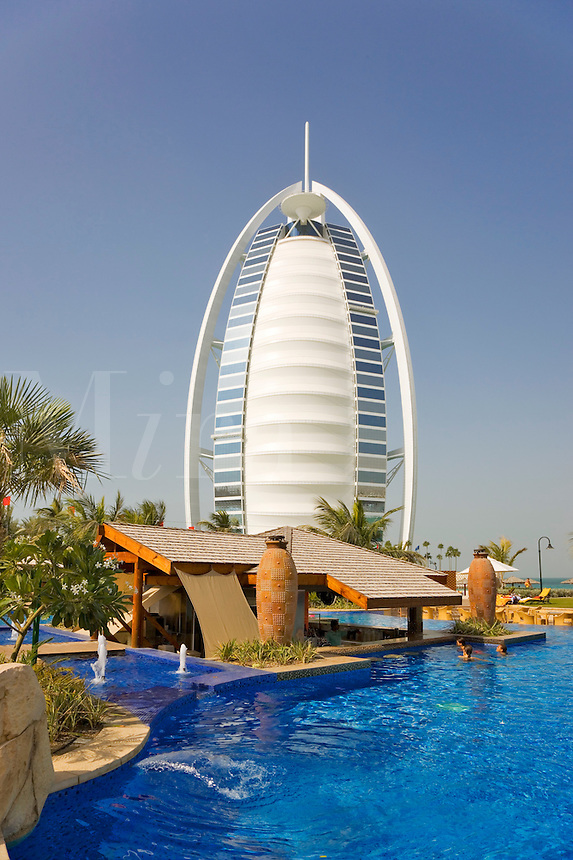 Dubai burj al arab hotel mira images for Garden pool dubai