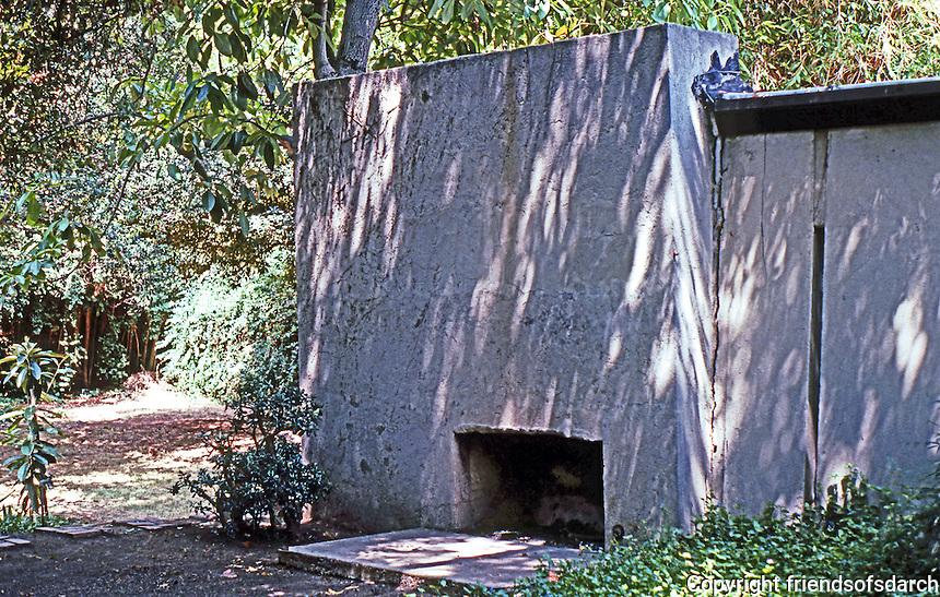 Rudolph Schindler: Schindler House--outdoor fireplace.