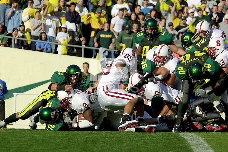 Kerry Carter scores a touchdown in the fourth quarter making the score 42-41 during Stanford's 49-42 win over Oregon on October 20, 2001 at Eugene, OR.<br />Photo credit mandatory: Gonzalesphoto.com