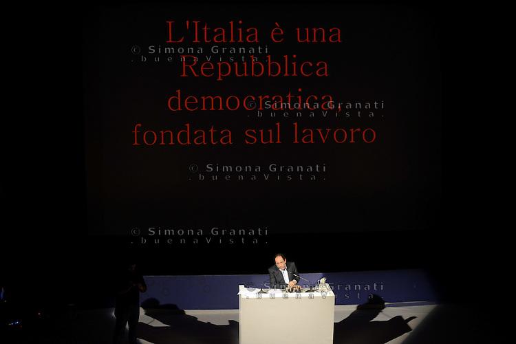Roma,21 Dicembre 2012.Teatro Capranica.Antonio Ingroia presenta i quarto polo alternativo e si dice disponibile a candidarsi