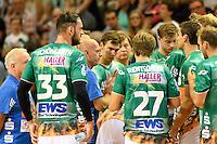 technische Auszeit der Mannschaft von Frisch Auf, in der Mitte Trainer Magnus Andersson (FAG)