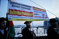 New York City, NY. 20 August 2014. A rabbi holds a banner as he takes part during a Pro-palestine Rally across de Brooklyn Bridge in Manhattan.  Photo by Kena Betancur/VIEWpress