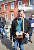 Sergej Sisow, Lehrer an der Pädagogischen Hochschule in Nowosybkow. Es misst die Radioaktivität in Nowosybkow mit seinen Studenten.