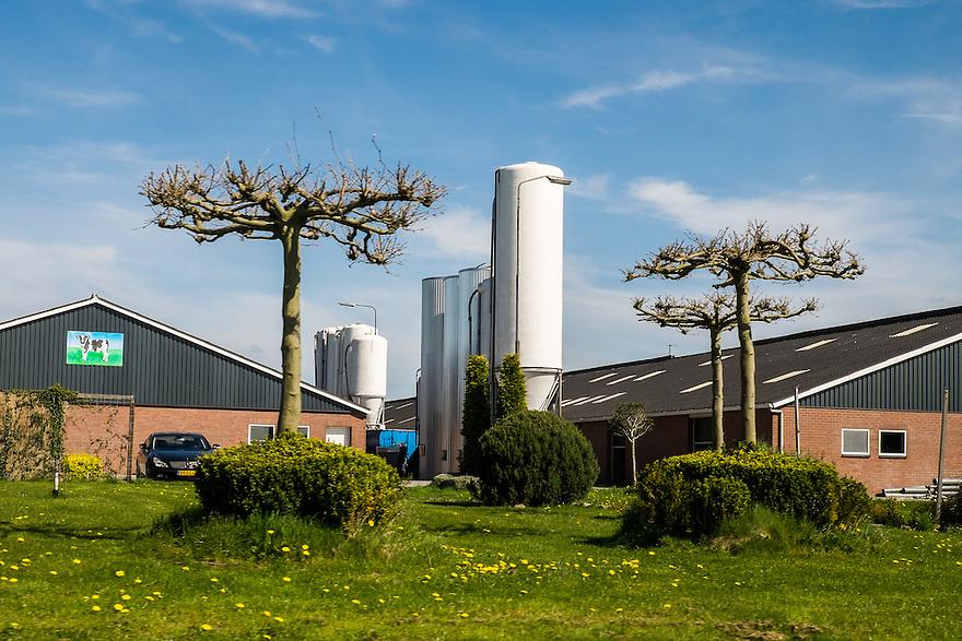 Nederland, omgev. Oss, 20 april 2015<br /> Grote stallen en voedersilo's.<br /> <br /> Foto: Michiel Wijnbergh