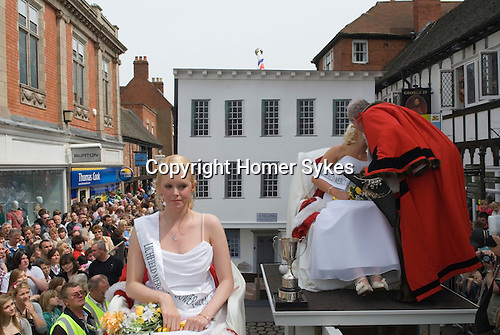Lichfield Greenhill Bower. Lichfield Staffordshire, England. Bower Queen and Lord Mayor their traditional kiss, and Lady in Waiting.