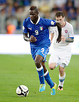 Fussball International  WM Qualifikation 2014   10.09.2013 Italien - Tschechien Mario Balotelli (Italien) am Ball