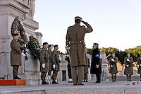 Roma, Italy. 17th January 2016 <br /> The Guard of Honor  pays  tribute to the Altar of the Fatherland, on the tomb of the Unknown Soldier.<br /> The Guard of Honor to the royal tombs of the Pantheon must keep alive the memory linked to house of Savoy , the Risorgimento , and national military traditions.  The National Institute for the Guard of Honour to the Royal Tombs of the Pantheon celebrates the 138th anniversary of its founding in 1878 , built to provide the service of guarding the tombs of the kings of Italy at the Pantheon.