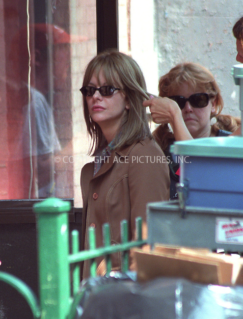 "Camera shy Meg Ryan tried to avoid photographers by any means on the set of her latest movie, ""In The Cut"" in the East Village, New York. July 22, 2002. Please byline: Alecsey Boldeskul/NY Photo Press.   ..*PAY-PER-USE*      ....NY Photo Press:  ..phone (646) 267-6913;   ..e-mail: info@nyphotopress.com"
