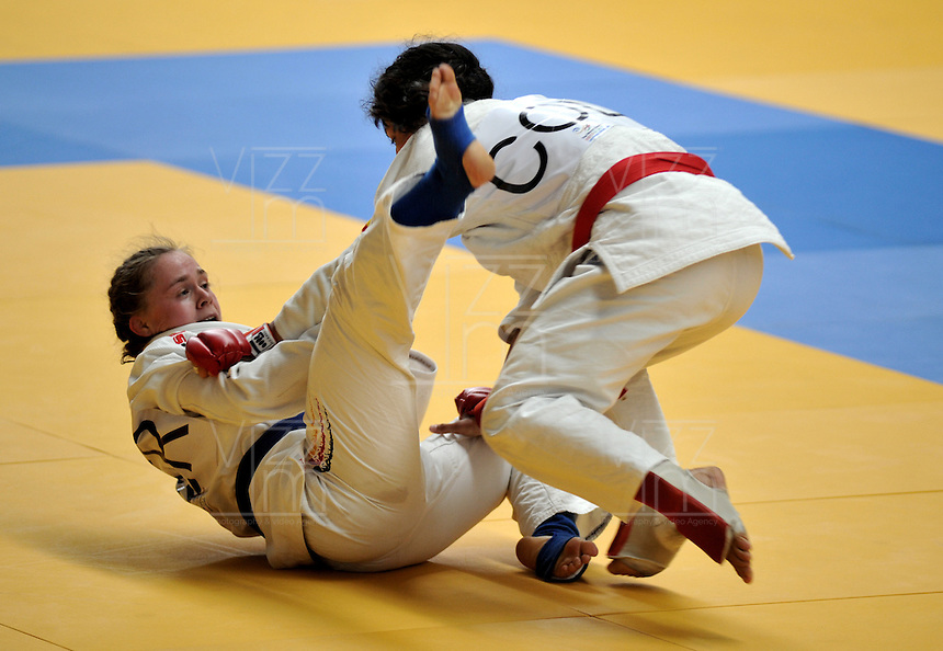 CALI - COLOMBIA - 29-07-2013: Madeline Choconta de Colombia y Karina Neupert de Alemania durante combate de Ju Jitsu durante los IX Juegos Mundiales Cali, julio 29 de 2013. (Foto: VizzorImage / Luis Ramirez / Staff). Madeline Choconta from Colombia and Karina Neupert from Germany during a Ju Jitsu combat  in the IX World Games Cali, July 29, 2013. (Photo: VizzorImage / Luis Ramirez / Staff).