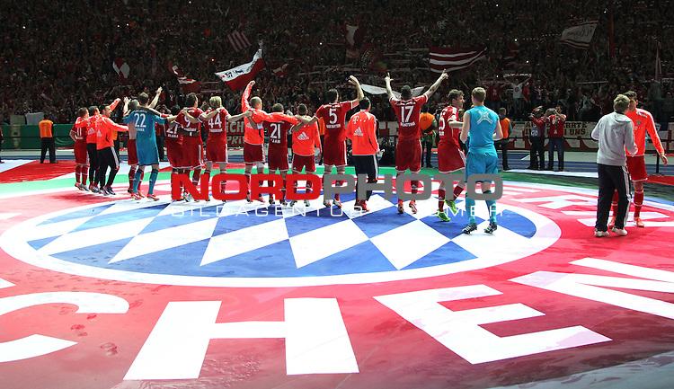 01.06.2013, Olympiastadion, Berlin,<br /> GER, DFB-Pokal, 1.FC Bayern M&uuml;nchen, VfB Stuttgart<br /> im Bild der Pokalsieger feiert<br /> <br /> <br /> <br /> Foto &copy; nph / Schulz