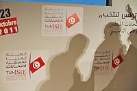 23 ottobre 2011 Tunisi, elezioni libere per l'Assemblea Costituente, le prime della Primavera araba: ombre su un muro con i simboli delle elezioni.October 23, 2011 Tunis, free elections for the Constituent Assembly, the first of the Arab Spring: shadows on a wall with the symbols of the elections.<br /> <br /> premieres elections libres en Tunisie octobre <br /> tunisian elections