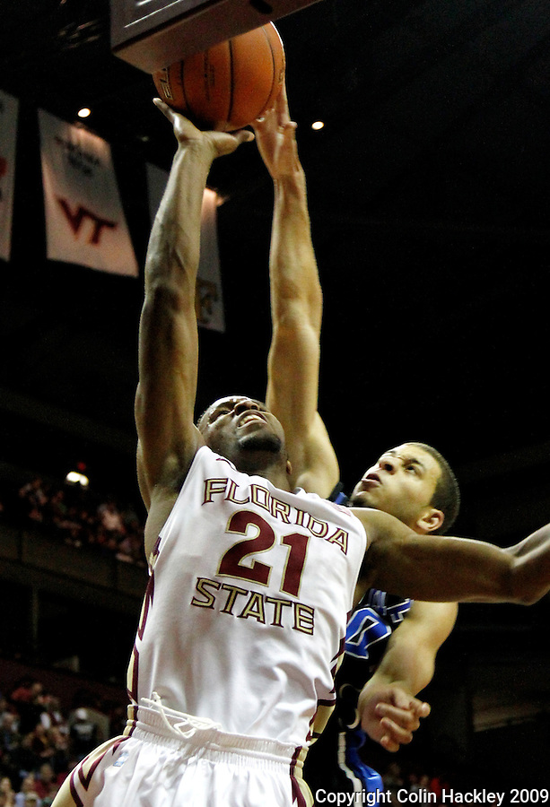 TALLAHASSEE, FL 1/12/10-FSU-DUKE MBB11 CH-Florida State's Michael Snaer gets by Duke's Seth Curry during second half action Wednesday at the Donald L. Tucker Center in Tallahassee. The Seminoles beat the Blue Devils 66-61...COLIN HACKLEY PHOTO