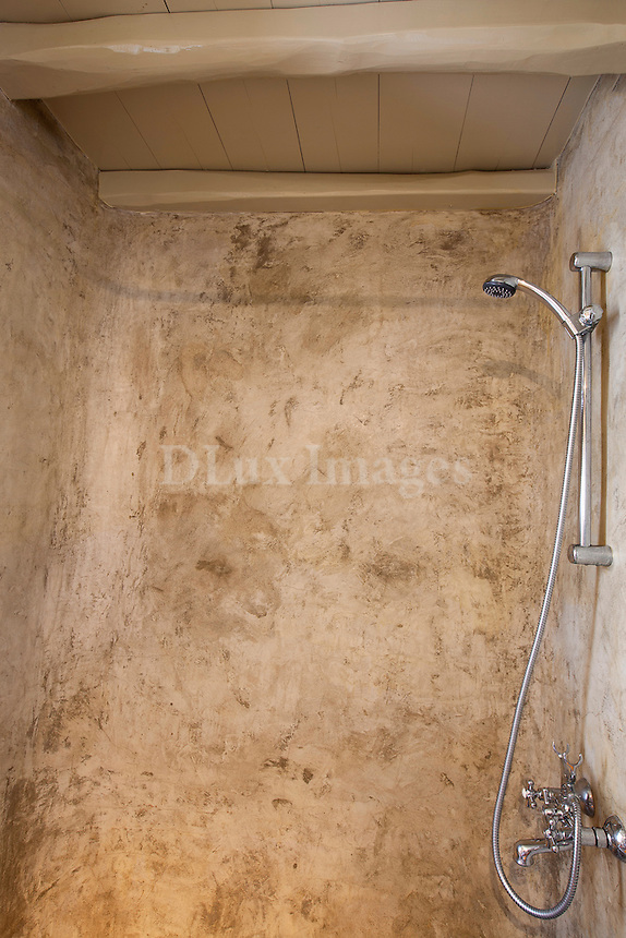 screed wall at douche