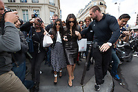 "Kim Kardashian and Kourtney Kardashian leaving the "" Avenue "" restaurant in Paris - France"