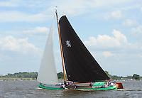 ZEILEN: SKS Skûtsjesilen 2014, Skûtsje Rienk Ulbesz - Leeuwarden, schipper Siete Ezn. Meeter, ©foto Martin de Jong
