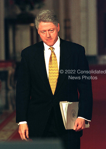 Washington, DC - March 19, 1999 -- United States President Bill Clinton walks to the lecturn to begin his first full-scale White House news confrence in nearly a year on March 19, 1999..Credit: Ron Sachs / CNP