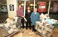 09/06/14<br /> (NO FEE PICS)Supermarket dash prize winners Herbie,Lorraine and Anna Birch pictured at Dunnes Stores ,Donaghmede where they took part in the challenge to fill their trollies&hellip;.<br /> Collins Photos