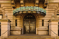 Entrance, Cooper-Hewitt Museum, former Carnegie Mansion, designed by Babb, Cook &amp; Willard, Beaux-Arts, Upper East Side, 5th Ave, New York, New York
