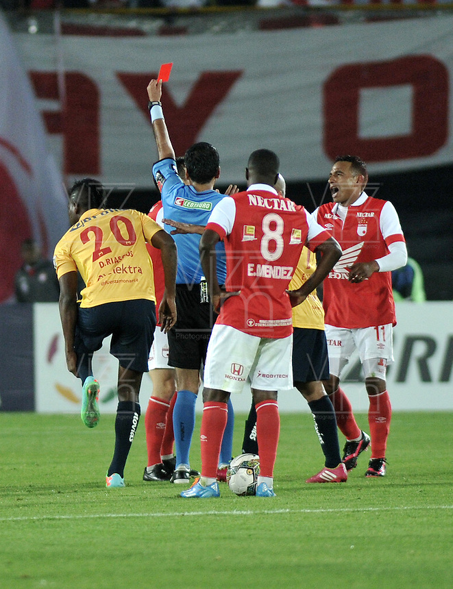 BOGOTA- COLOMBIA – 04-02-2014: Raul Orozco, arbitro muestra tarjeta roja a Luis Seijas, jugador de Independiente Santa Fe de Colombia durante partido entre Independiente Santa Fe y Monarcas Morelia de la primera fase llave G5, de la Copa Bridgestone Libertadores en el estadio Nemesio Camacho El Campin, de la ciudad de Bogota. / Raul Orozco referee, shows red card to Luis Seijas, player of Independiente Santa Fe of Colombia, during a match between Independiente Santa Fe and Monarcas Morelia or the first phase, G5 key, of the Copa Bridgestone Libertadores in the Nemesio Camacho El Campin in Bogota city. Photo: VizzorImage / Luis Ramirez / Staff.