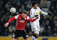 FUSSBALL   1. BUNDESLIGA   SAISON 2011/2012    17. SPIELTAG Borussia Moenchengladbach - FSV Mainz 05             18.12.2011 Jan Kirchhoff  (li, Mainz) gegen Igor de Camargo (Borussia Moenchengladbach)