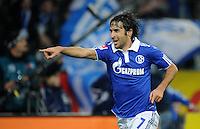 FUSSBALL   1. BUNDESLIGA   SAISON 2011/2012    17. SPIELTAG FC Schalke 04 - SV Werder Bremen                            17.12.2011 Raul (lFC Schalke 04)  jubelt nach dem 2:0