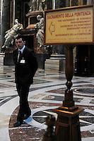 Addetto al controllo e alla sicurezza.Employeed to the control and safety.Basilica di San Pietro.Città del Vaticano.Vatican City.