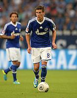FUSSBALL   1. BUNDESLIGA   SAISON 2013/2014   1. SPIELTAG FC Schalke 04 - Hamburger SV          11.08.2013 Leon Goretzka (FC Schalke 04)  am Ball