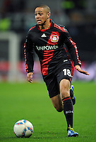 FUSSBALL   1. BUNDESLIGA   SAISON 2011/2012    15. SPIELTAG Bayer 04 Leverkusen - 1899 Hoffenheim                  02.12.2011 Sidney Sam (Bayer 04 Leverkusen)  Einzelaktion am Ball