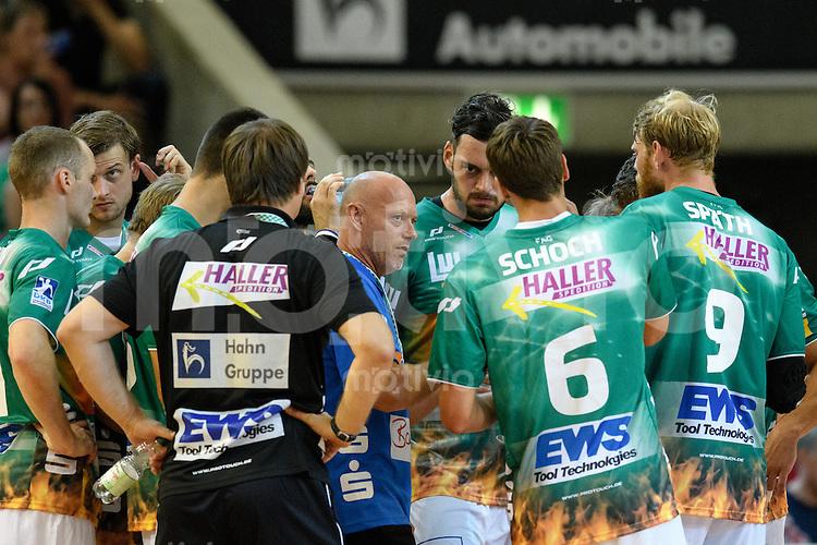 technische Auszeit der Mannschaft von Frisch Auf, mitte Trainer Magnus Andersson (FAG) gibt Anweisungen