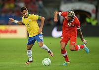 FUSSBALL  INTERNATIONAL  Testspiel Schweiz - Brasilien    14.08.2013 NEYMAR (li, Brasilien)gegen Valon BEHRAMI (Schweiz)